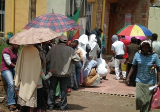 Ethiopian News - Ethiopians pay bills