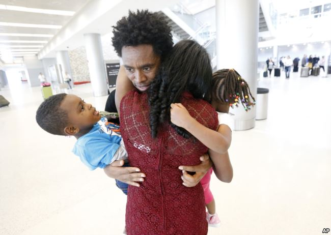 Feyisa-reunites-with-family